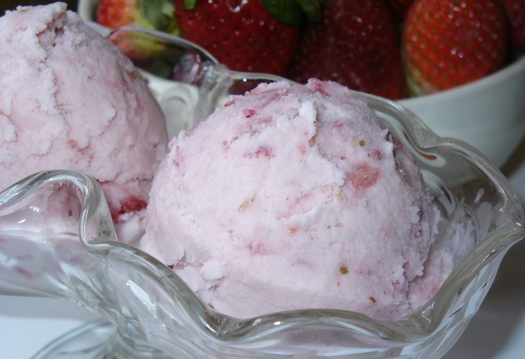 Make Strawberry Ice Cream Recipe at Home